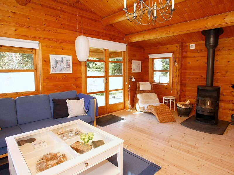 Modern Holiday Home in Strandby Jutland with Fireplace, vacation rental in Bratten