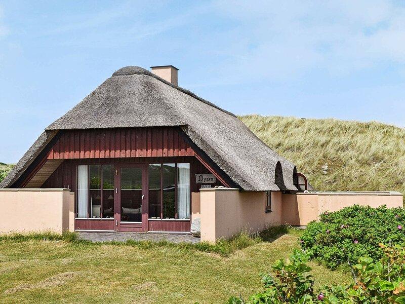 Lovely Holiday Home in Hvide Sande with Fireplace, alquiler vacacional en Skodbjerge