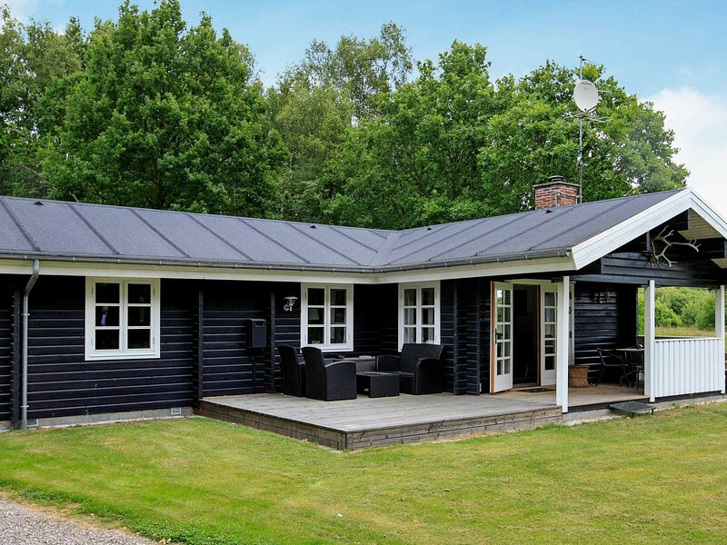 Elite Holiday Home in Nordjylland Denmark with Lawn, holiday rental in Laesoe Island