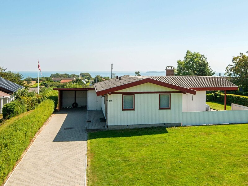 Comfortable Holiday Home in Jutland with Sunbathing Area, vacation rental in Christiansfeld