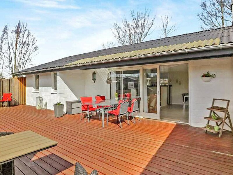 Nice Holiday Home in Jutland Denmark with Lawn, holiday rental in Aalborg