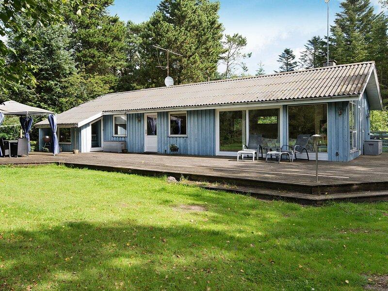 Garden-View Holiday Home in Frederikshavn near Sea, vacation rental in Bratten