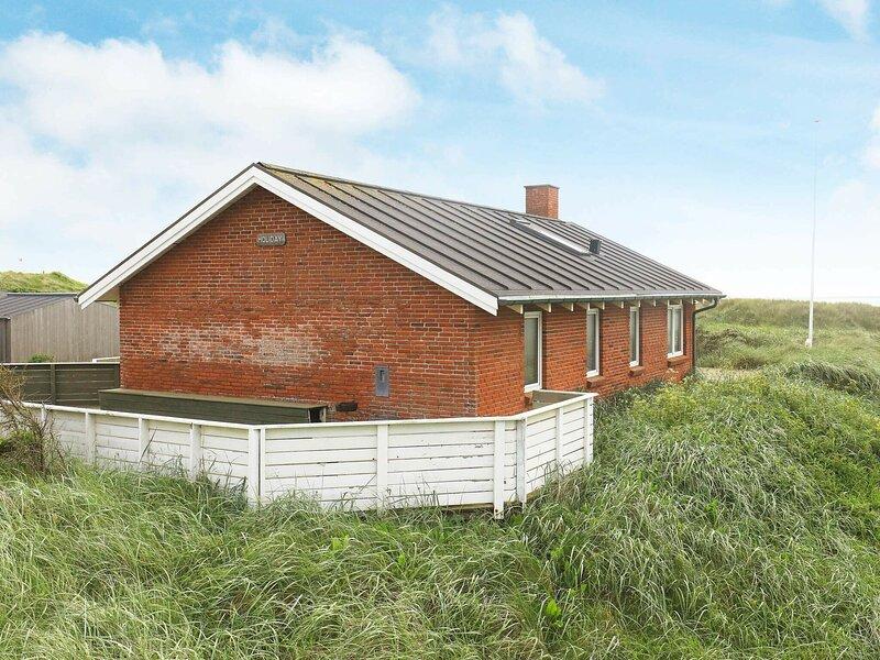 Serene Holiday Home in Lokken with Sauna, casa vacanza a Lokken
