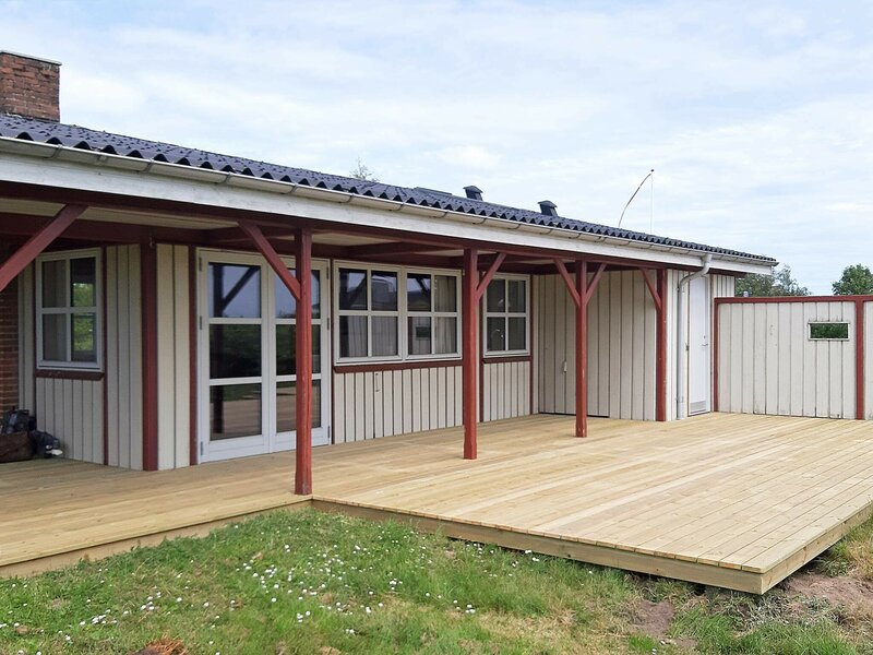 Quiet Holiday Home in Ebeltoft with Terrace, holiday rental in Balle
