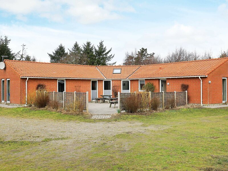Vintage Holiday Home in Ringkobing with Terrace, vakantiewoning in Vesterhede