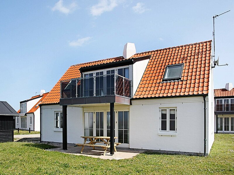 Alluring Holiday Home in Lokken with Balcony, casa vacanza a Rubjerg