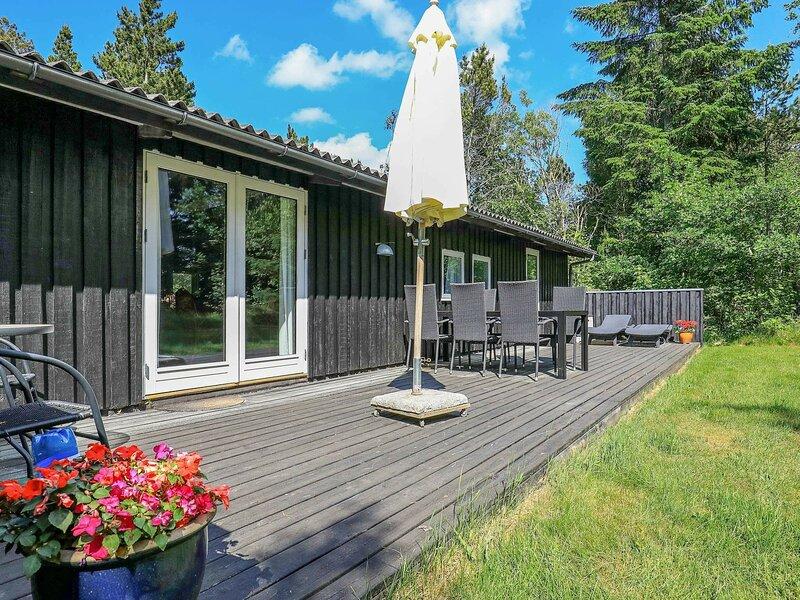 Pleasant Holiday Home in Ålbæk near Sea, holiday rental in Hulsig