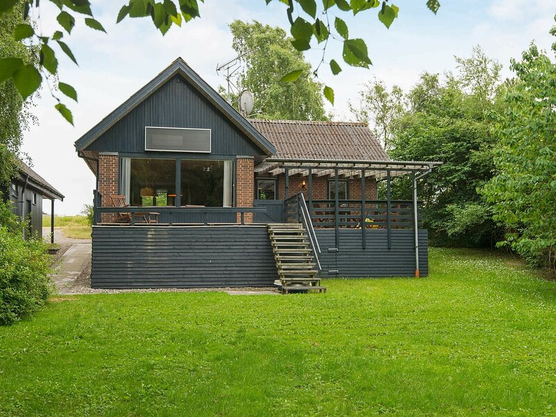 Inviting Holiday Home in Ebeltoft with Barbecue, casa vacanza a Ebeltoft