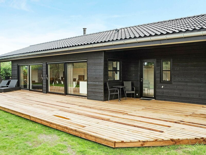 Luxurious Holiday Home in Hadsund with Spa, casa vacanza a Mariagerfjord Municipality