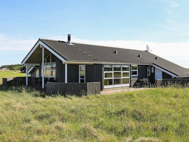 Comfortable Holiday Home in Jutland with Terrace, casa vacanza a Hirtshals