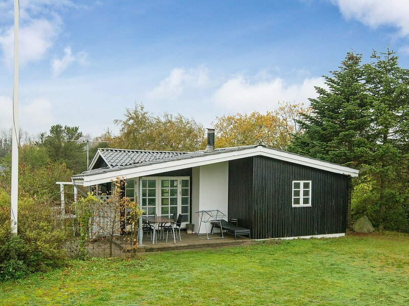 Quaint Holiday Home in Haderslev with Terrace, holiday rental in Genner