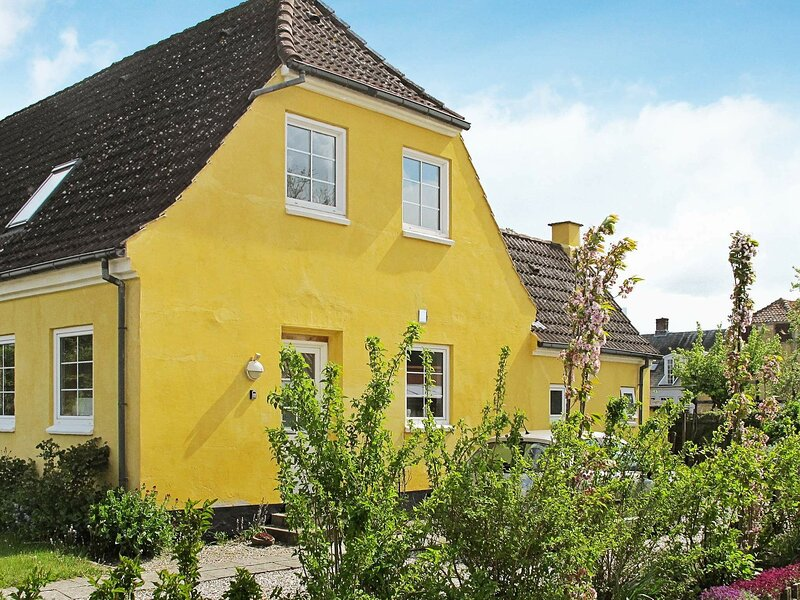 Bright Holiday Home in Bandholm with Garden, holiday rental in Maribo