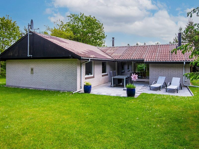 Lovely Holiday Home in Ulfborg with Sauna, casa vacanza a Ulfborg
