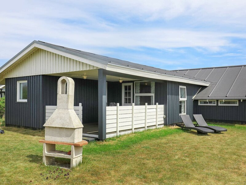 Seafacing Holiday Home in Jutland with Terrace, holiday rental in Ferring