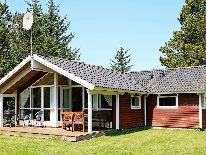 Bright Holiday Home in Ålbæk with Sauna, holiday rental in Hulsig