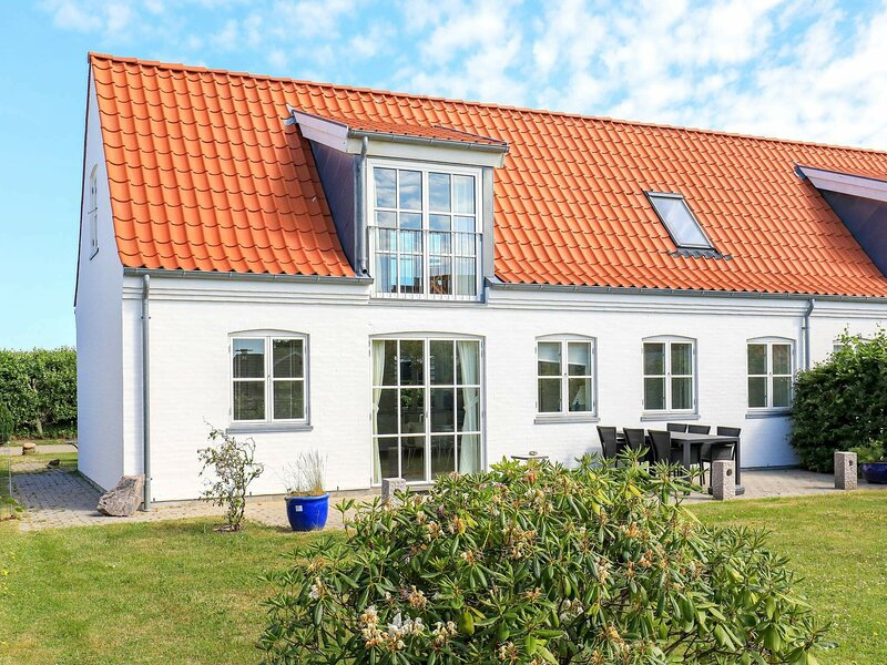 Beautiful Holiday Home in Lønstrup with Terrace, casa vacanza a Lonstrup