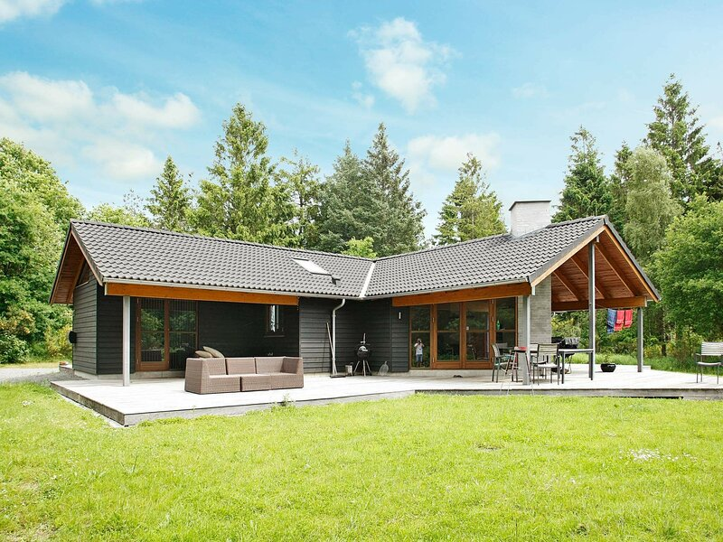 Gorgeous Holiday Home in Skals with Whirlpool, holiday rental in Viborg