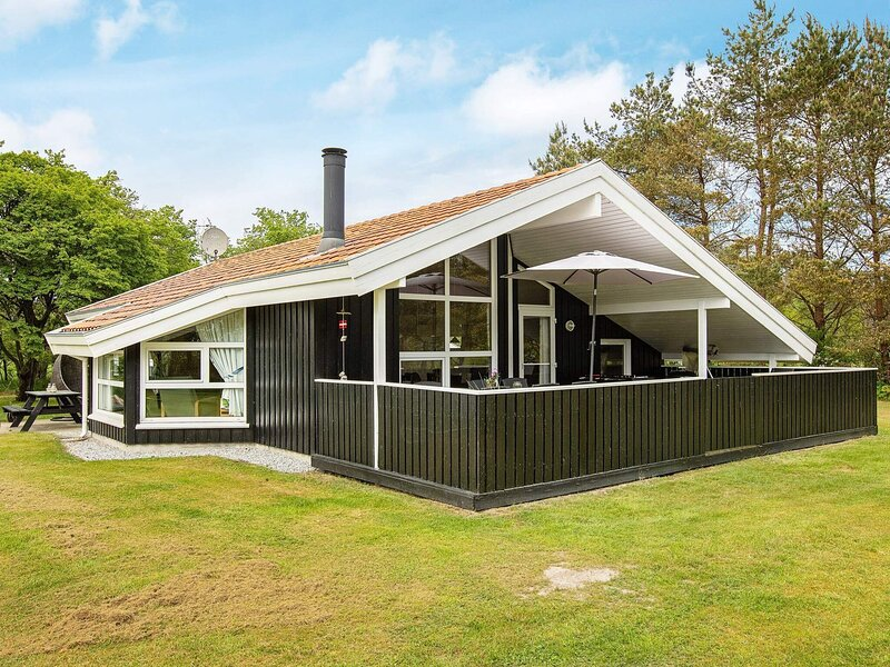 Modern Holiday Home in Jutland with Roofed Terrace, vacation rental in Bratten