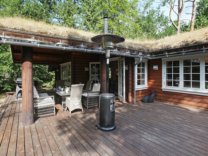 Luring Holiday Home in Hovedstaden with Terrace, alquiler vacacional en Halsnaes Municipality