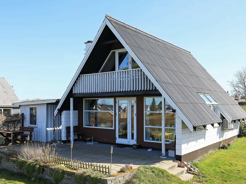 Peaceful Holiday Home in Bogense with Sauna, location de vacances à Brenderup