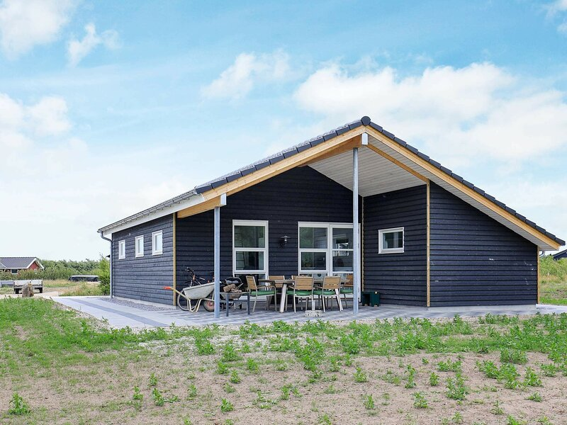 Homely Holiday Home in Spøttrup with Whirlpool, holiday rental in Vinderup