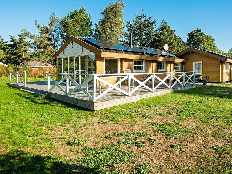 Charming Holiday Home in Ørsted With Sauna, holiday rental in Randers