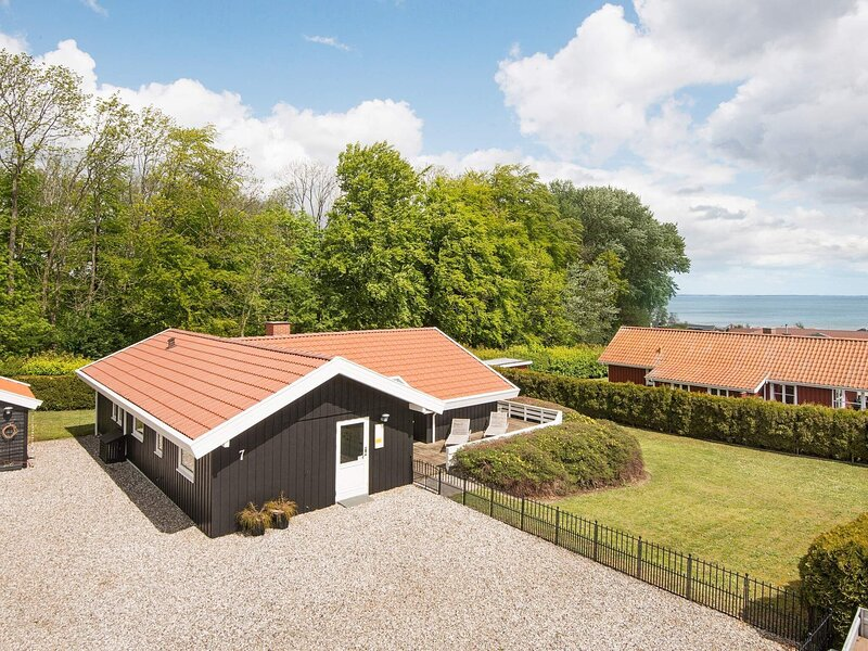 Modern Holiday Home in Sjølund With Indoor Whirlpool, holiday rental in Vejen