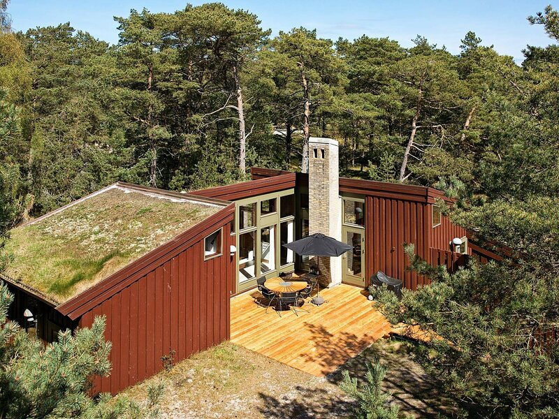 Tranquil Holiday Home in Nexø Near the Sea, location de vacances à Dueodde