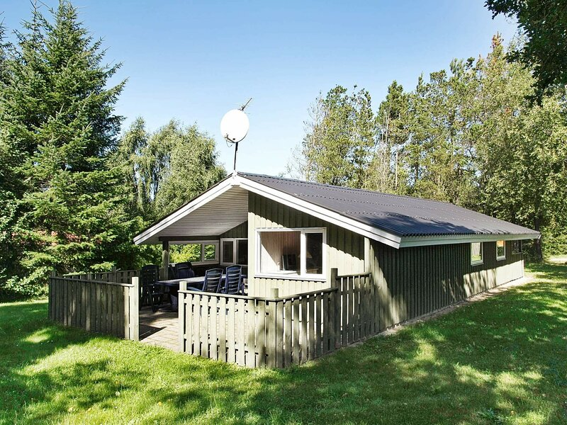 Charming Holiday Home in Fjerritslev With Roofed Terrace, alquiler vacacional en Fjerritslev
