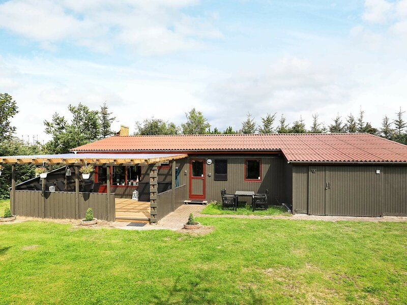 Quaint Holiday Home in Blokhus With Roofed Terrace, holiday rental in Pandrup