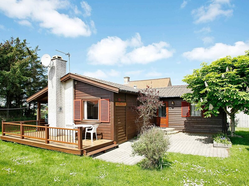 Rustic Holiday Home in Løkken With Conservatory, casa vacanza a Lokken