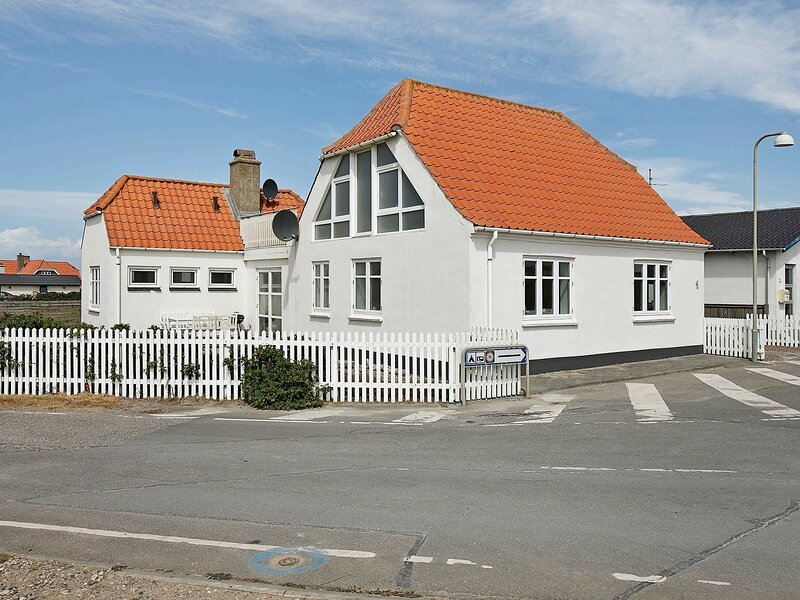 Modern Holiday Home in Lemvig With Private Whirlpool, holiday rental in Ferring