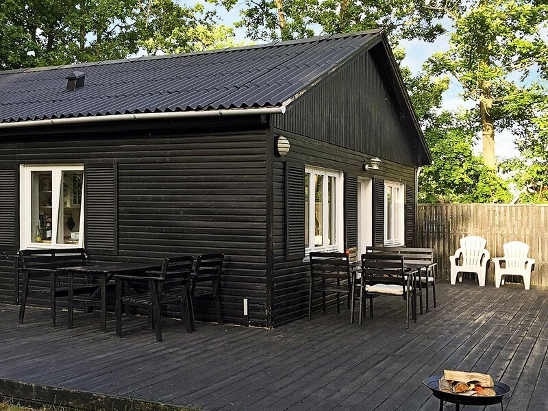 Rustic Holiday Home in Læsø Near the Sea, holiday rental in Laesoe Island
