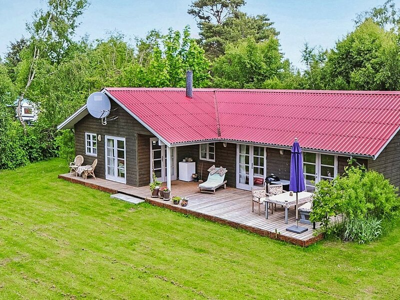 Luxurious Holiday Home in Idestrup With Whirlpool, alquiler vacacional en Falster