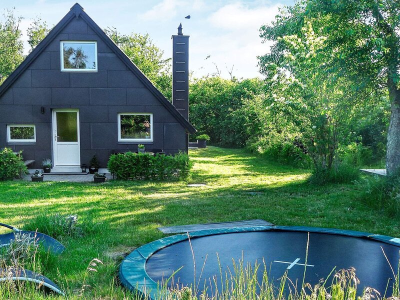 Spacious Holiday Home in Skjern With Roofed Terrace, holiday rental in Ringkobing