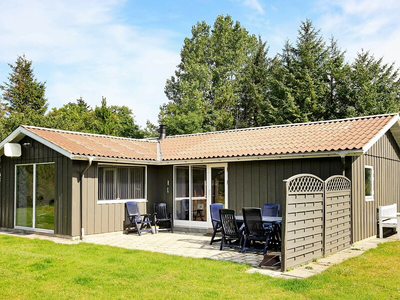 Quaint Holiday Home in Farsø With Indoor Whirlpool, holiday rental in Viborg