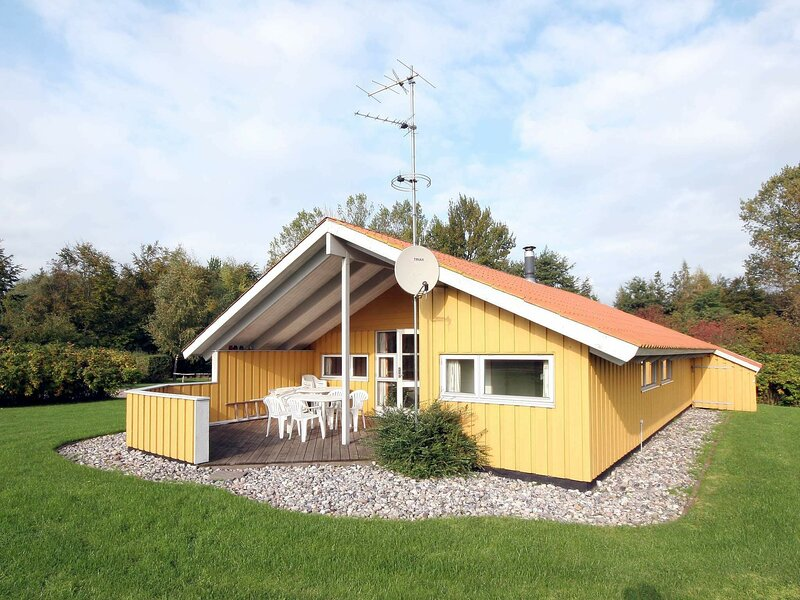 Charming Holiday Home in Zealand With Indoor Whirlpool, holiday rental in Koege Municipality