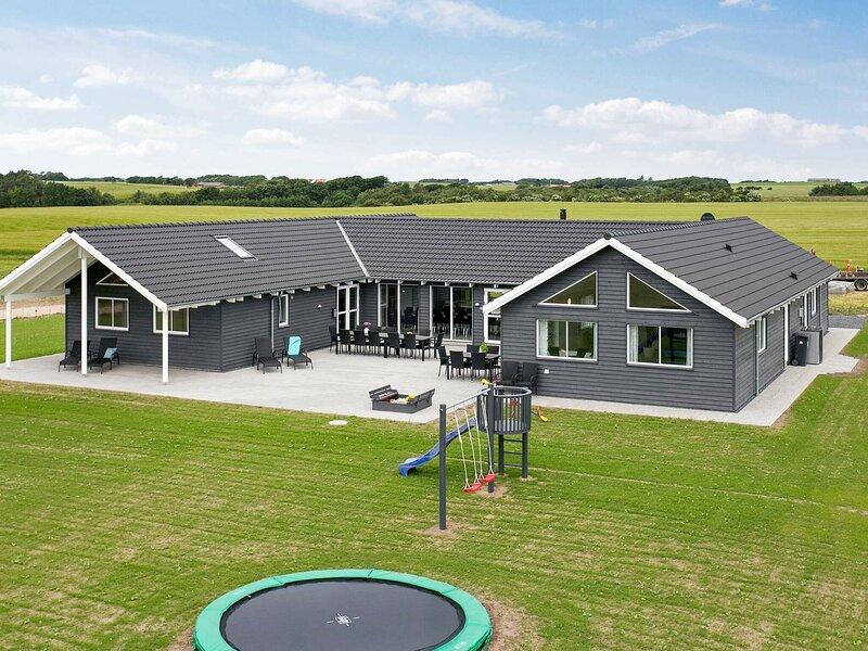 Serene Holiday Home in Jutland With Indoor Pool, holiday rental in Vinderup