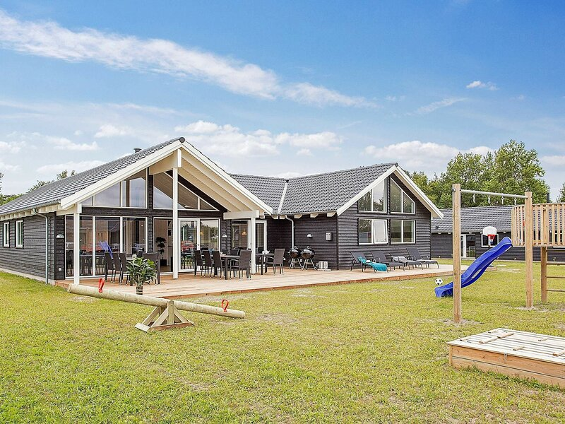Luxurious Holiday Home in Vejby With Indoor Pool, alquiler vacacional en Gribskov Municipality
