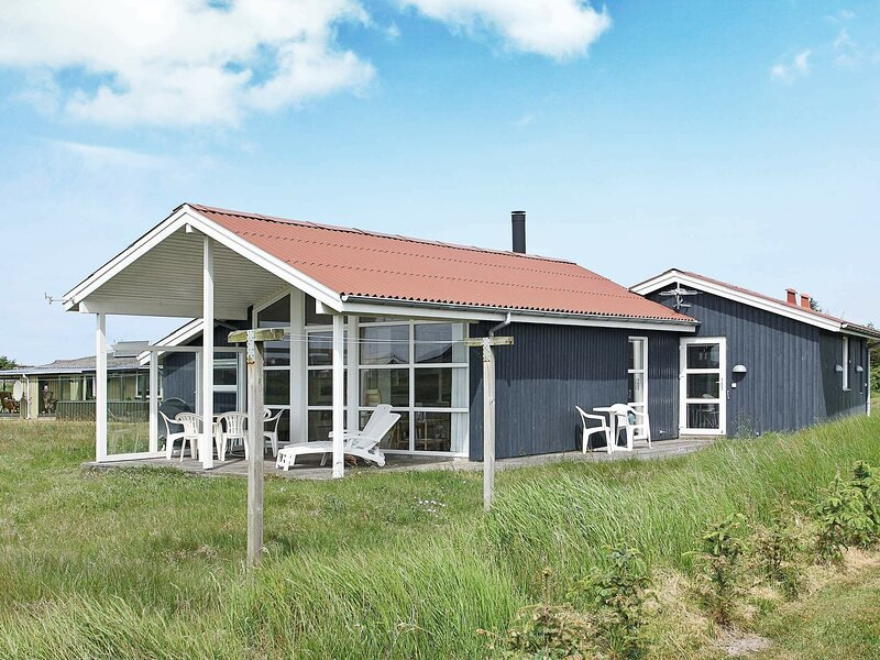 Lively Holiday Home in Løkken with Terrace, casa vacanza a Lokken
