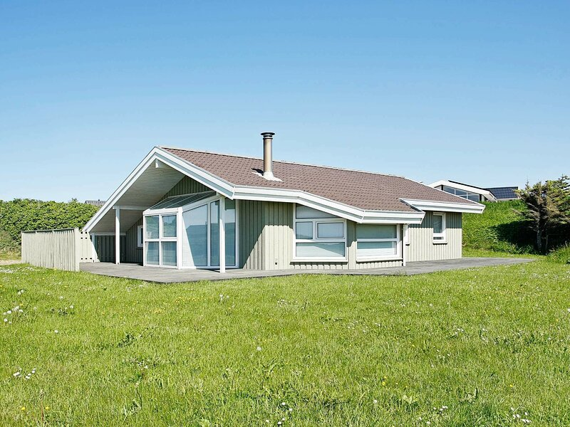Modern Holiday Home in Lønstrup With Indoor Whirlpool, casa vacanza a Lonstrup