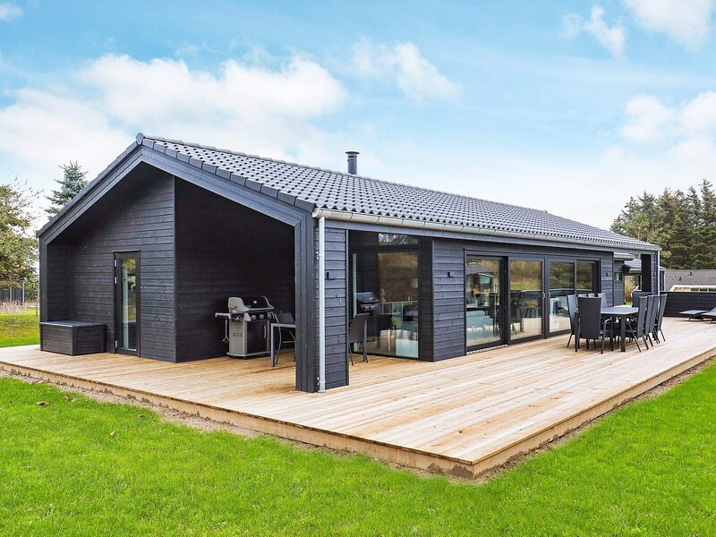 Modern Holiday Home in Jutland with Whirlpool, casa vacanza a Lonstrup