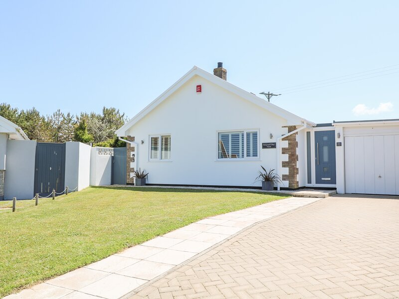 HOLYWELL BAY VIEW, coastal, pet-friendly, WiFi in Holywell Bay, vacation rental in Mount