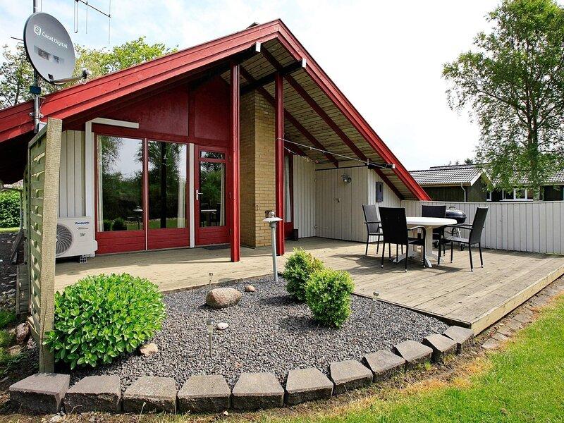 Pleasant Holiday Home in Hemmet near Sea, location de vacances à Bork Havn