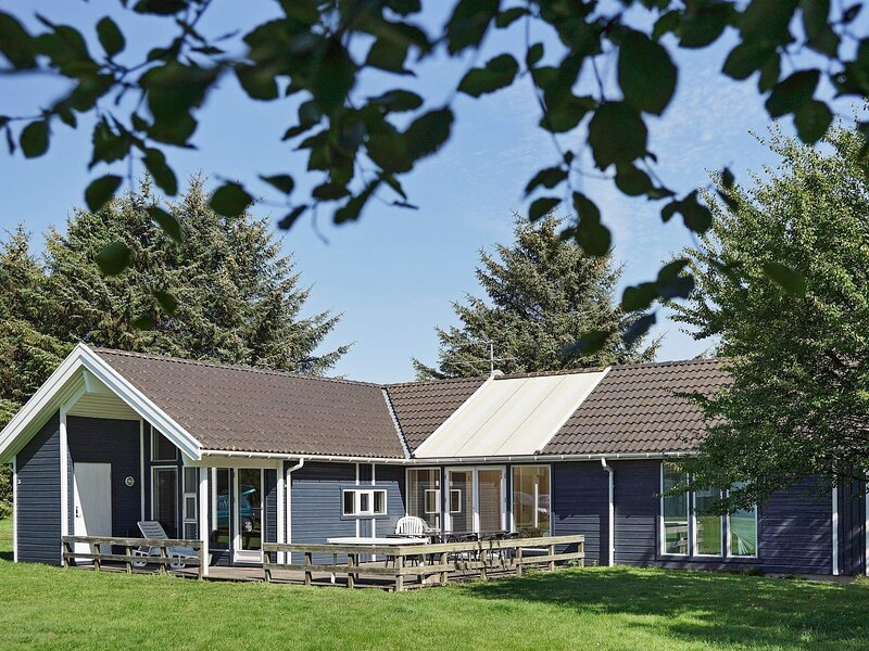 Beautiful Holiday Home in Aakirkeby with Swimming Pool, holiday rental in Akirkeby