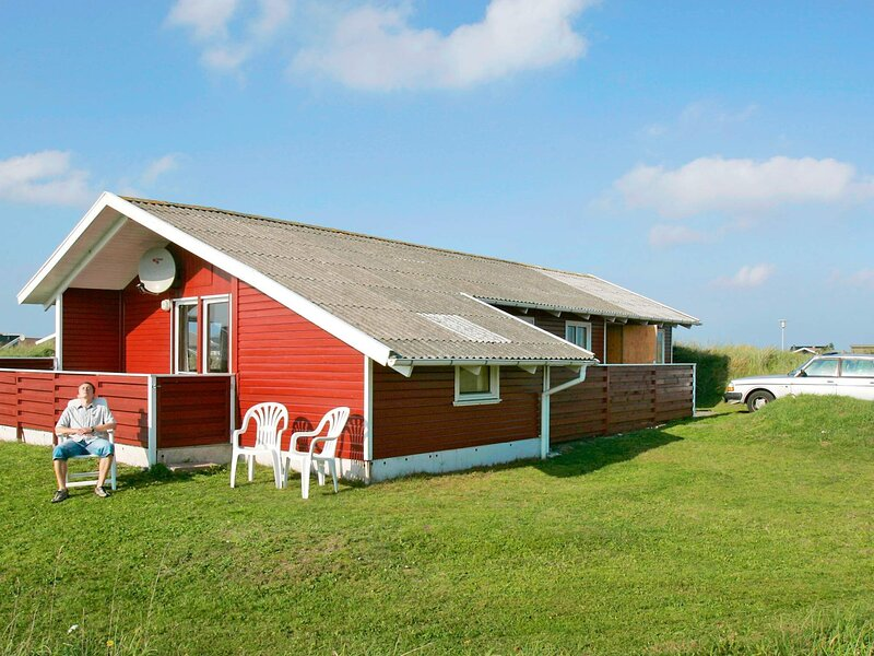Cozy Holiday Home in Frøstrup with Ocean View, holiday rental in Lild Strand