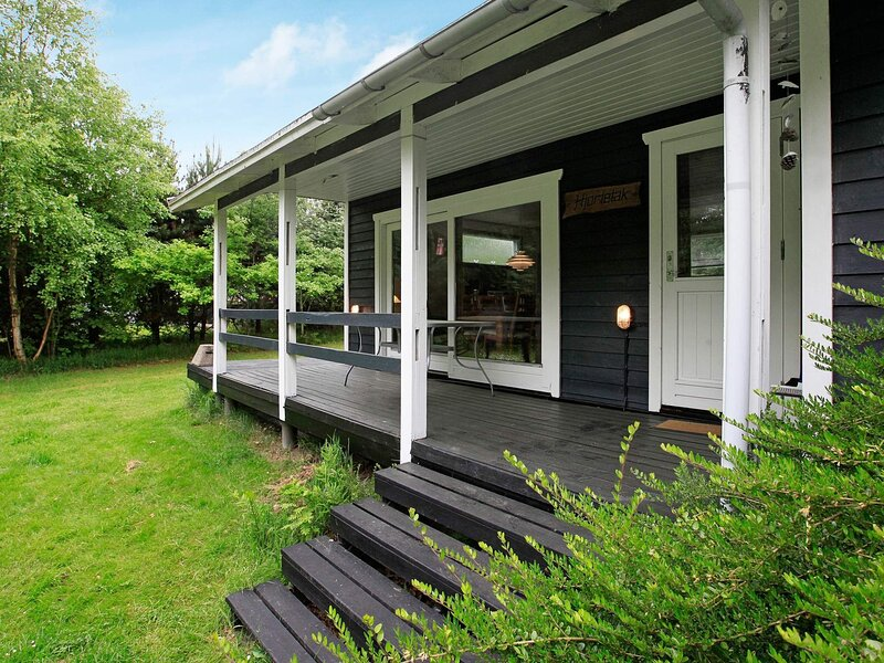 Charming Holiday Home in Sæby with Sea Nearby, holiday rental in Lyngsaa