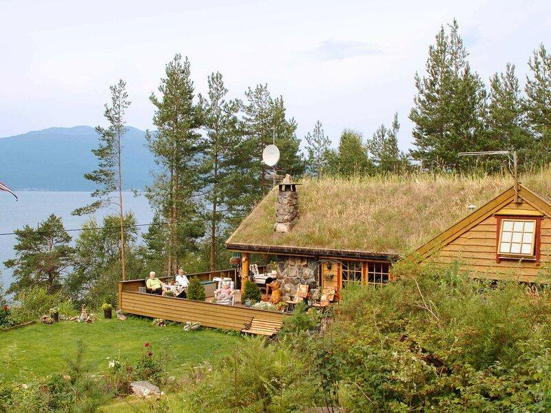12 person holiday home in Kysnesstrand, casa vacanza a Jondal Municipality