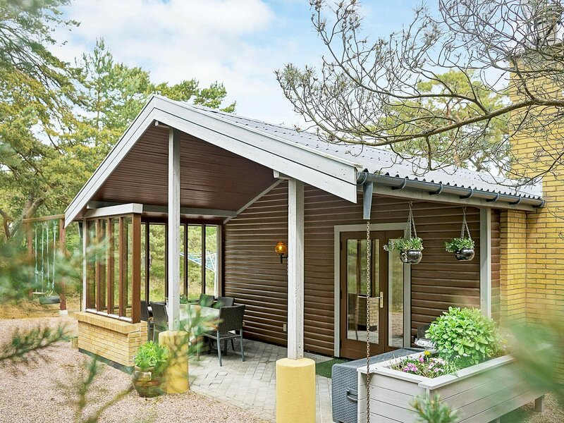 Cozy Holiday Home in Nexø with Fishing nearby, holiday rental in Balka