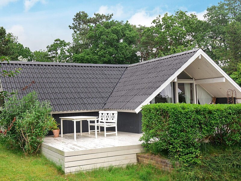 Rustic Holiday Home in Hovedstaden with Barbecue, holiday rental in Hundested